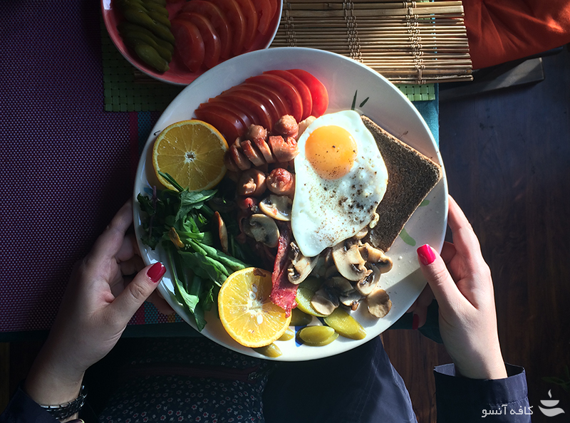 صبحانه در کافه آنسو