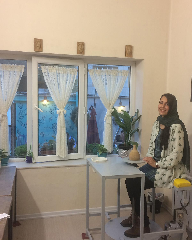 کارگاه سفالگری با چرخ و تکنیک دستی