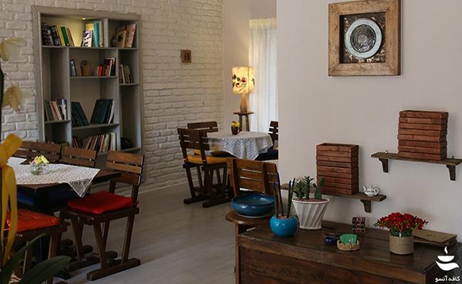 محیط داخلی کافه آنسو