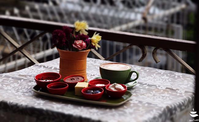 صبحانه سودابه در تراس کافه آنسو